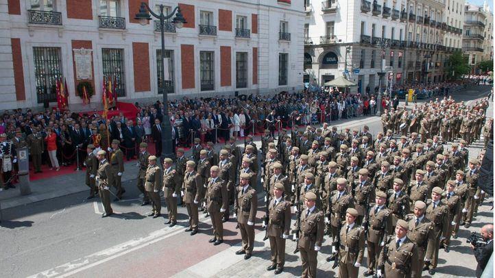 La Comunidad cambia su tradicional celebración del Dos de Mayo por un homenaje a los héroes del COVID-19 en Sol