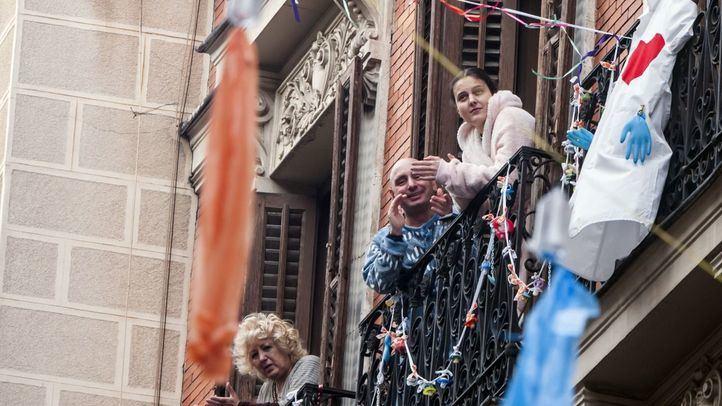 Malasaña celebra conciertos y actuaciones en sus balcones por la fiesta del 2 de Mayo