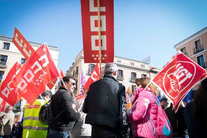 Los sindicatos reivindican fortalecer los servicios públicos y recuerdan a los fallecidos por Covid-19