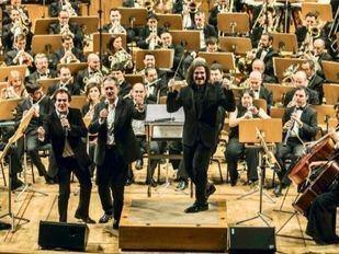 Recordando al Dúo Dinámico y la Orquesta Sinfónica de Madrid cantando su ya legendario 'Resistiré'