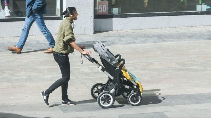 Madre paseando con su bebé