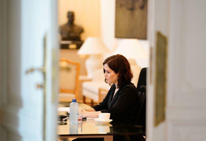 Isabel Díaz Ayuso durante la videoconferencia con Pedro Sánchez y los presidentes autonómicos