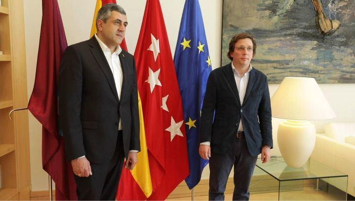 El secretario general de la OMT y al alcalde de la capital.
