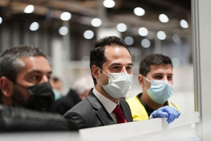 Ignacio Aguado, en una visita al Hospital de Ifema.