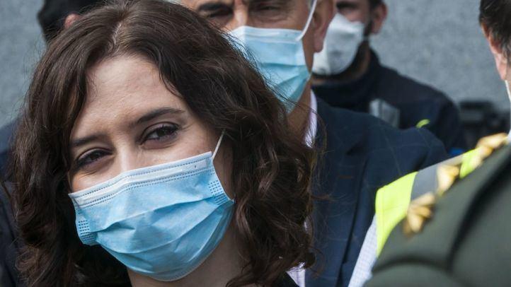 La presidenta de la Comunidad de Madrid, Isabel Díaz Ayuso, en una visita al hospital de Ifema.
