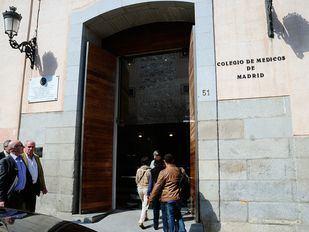 Varios médicos entran al Colegio de Medicos de Madrid