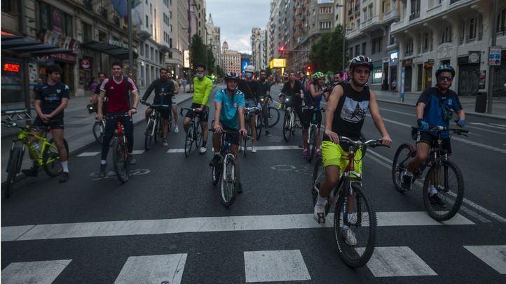 Ciclistas en la Gran Vía