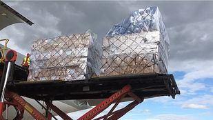 Madrid recibe en un fin de semana cuatro aviones cargados de material sanitario