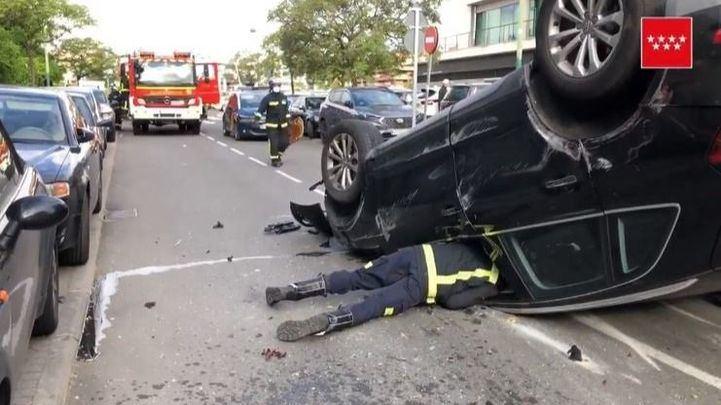 Un hombre pierde el control de su coche, vuelca y atropella a una mujer en Pozuelo