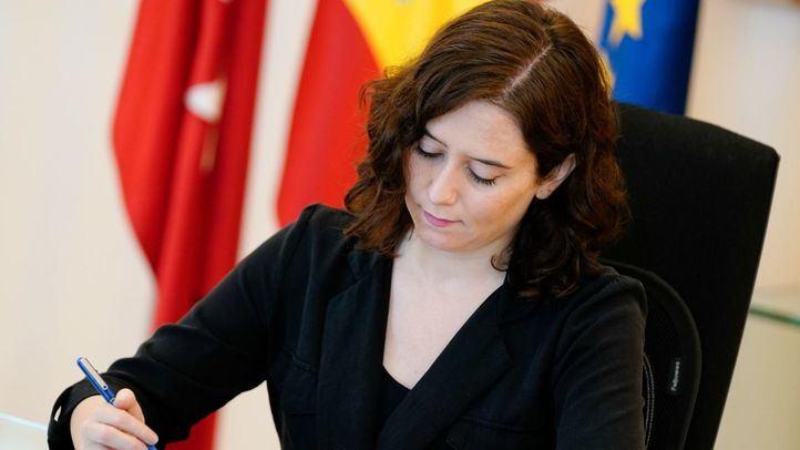 La presidenta regional pagará 80 euros por noche para permanecer en el apartamento de lujo