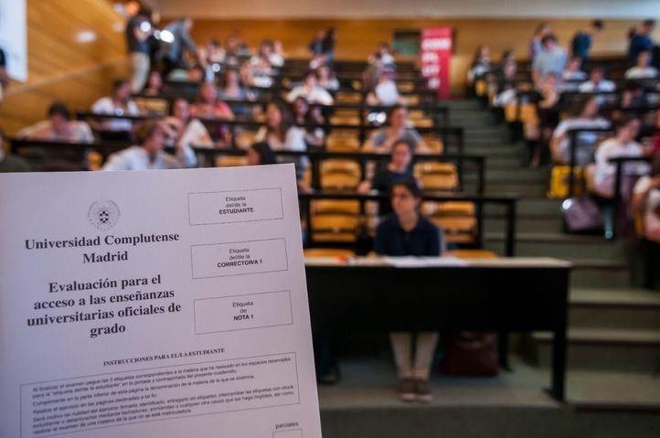 Padres de Madrid se movilizan para que la EvAU se realice en los centros y no en Ifema