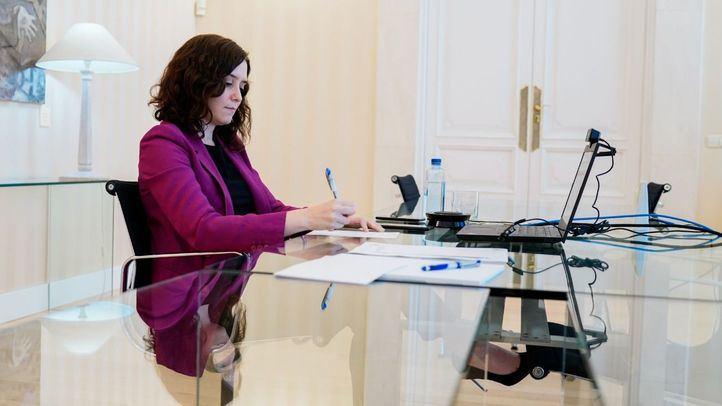 La presidenta de la Comunidad de Madrid, Isabel Díaz Ayuso, en una reunión telemática con la Conferencia de Rectores de las Universidades Públicas de Madrid (CRUMA) .