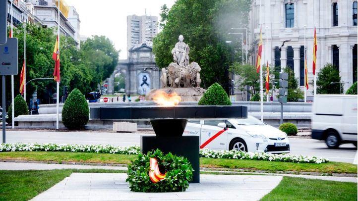 Un pebetero en recuerdo a las víctimas del virus en Alcalá