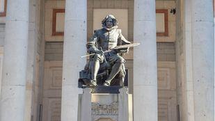 Estatua de Velázquez en el Museo del Prado.