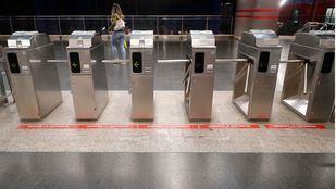 Una pareja de trabajadores de Metro logra revertir la parada cardiaca de un viajero