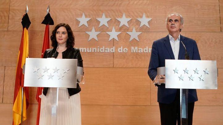 Isabel Díaz Ayuso y Enrique Ruiz Escudero, en rueda de prensa.