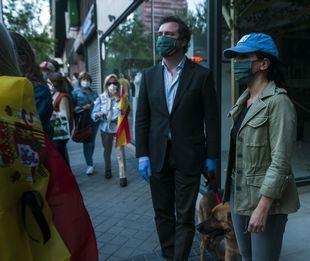 Espinosa de los Monteros confirma que lleva tres días participando en las caceroladas contra el Gobierno