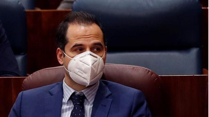 Ignacio Aguado  durante el Pleno especial de la Asamblea por la crisis sanitaria del Covid-19.