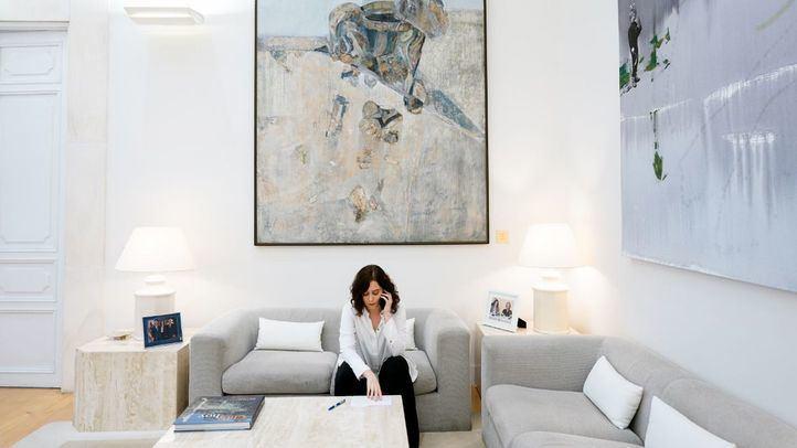 Isabel Díaz Ayuso, en su despacho.
