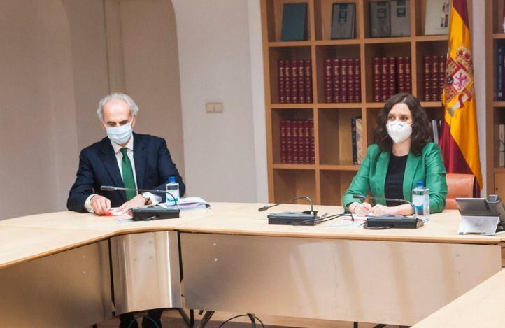 Ruiz Escudero niega instrucciones para no atender en hospitales a pacientes de residencias