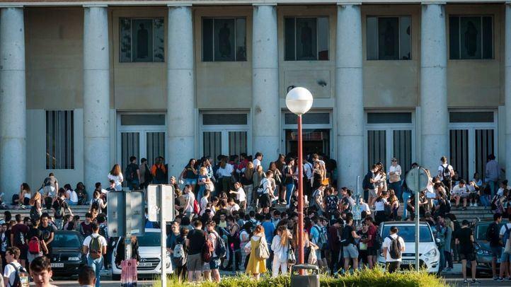 El Gobierno elimina el requisito académico para recibir becas