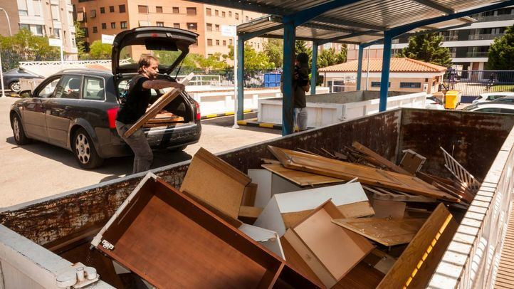 Madrid reanuda desde este miércoles la recogida de muebles y enseres