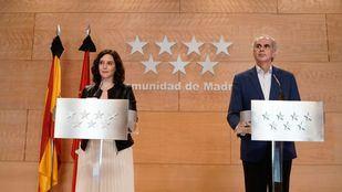 La presidenta de la Comunidad de Madrid, Isabel Díaz Ayuso; y el consejero de Sanidad, Enrique Ruiz Escudero.