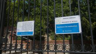 Una de las entradas al parque del Retiro, ahora cerrado.