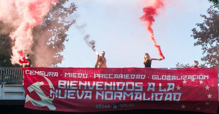 Hogar Social Madrid reaparece con una protesta en el puente de Eduardo Dato
