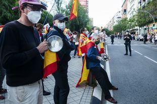 Un herido durante las protestas contra el Gobierno en Moratalaz