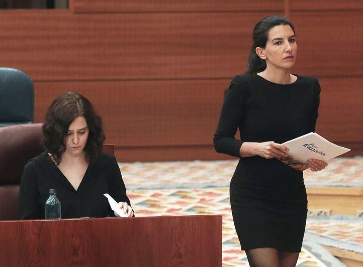 Rocío Monasterio e Isabel Díaz Ayuso durante el Pleno especial por la crisis del Covid-19