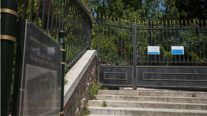 Uno de los accesos al Retiro, cerrado.