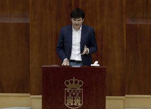 Pablo Gómez Perpinyà durante el Pleno especial de la Asamblea por la crisis sanitaria del Covid-19