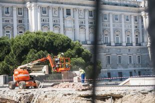 Continúan las obras de reforma de la Plaza España a la altura de la calle Bailén