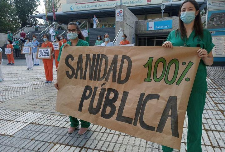 Sanitarios reivindican la Sanidad pública a la hora de los aplausos
