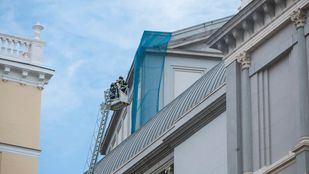 Bomberos acuden al Teatro Real ante el aviso de un posible incendio