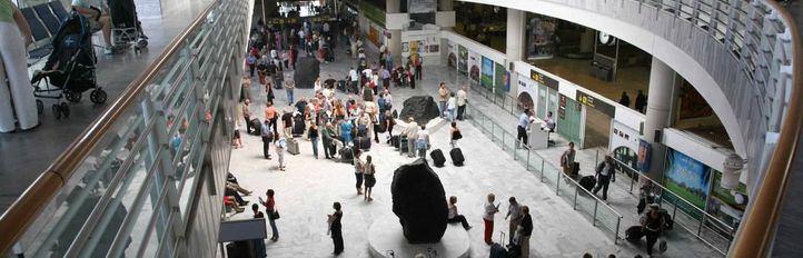 El pasajero del vuelo Madrid-Lanzarote con COVID vuelve a dar positivo en una segunda PCR