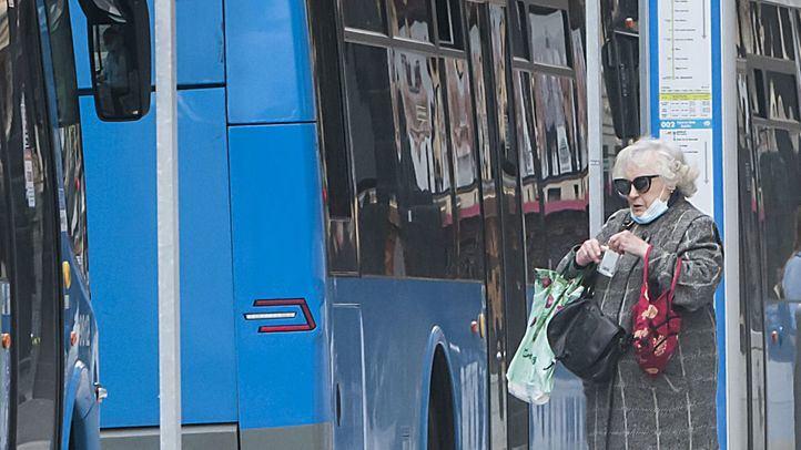 Cuatro meses de prisión y multa por negarse a usar la mascarilla en el autobús