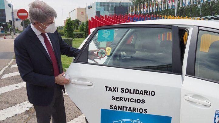 La Comunidad distingue a los taxis por sus servicios gratuitos para sanitarios