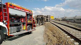 Dos fallecidos y cinco heridos al descarrilar el Alvia Ferrol-Madrid