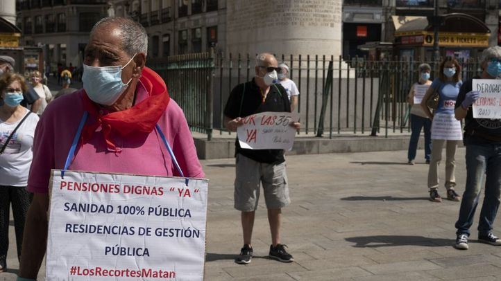 Los pensionistas protestan contra la