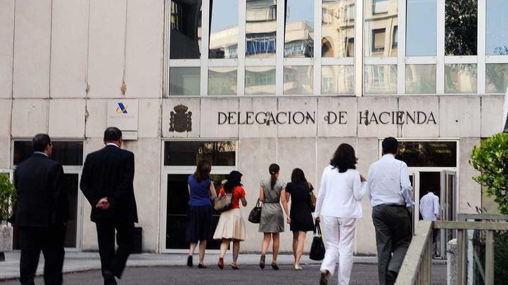 Entrada por la calle Reina Victoria a la Delegación Provincial de Hacienda de la Agencia Tributaria.