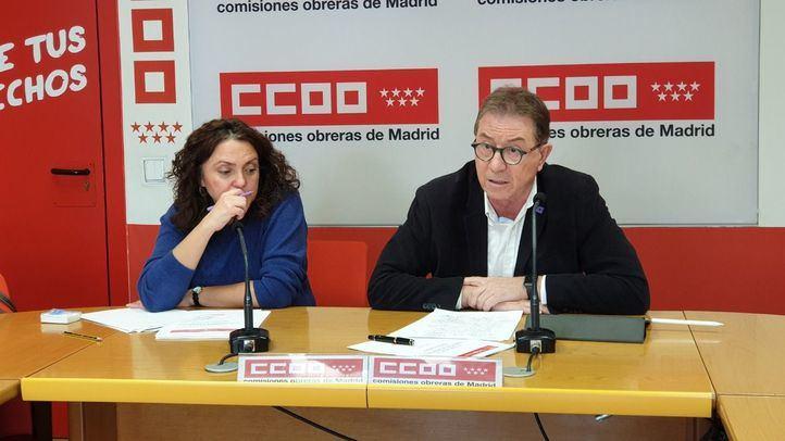 A la derecha, el secretario general de CCOO Madrid, Jaime Cedrún.