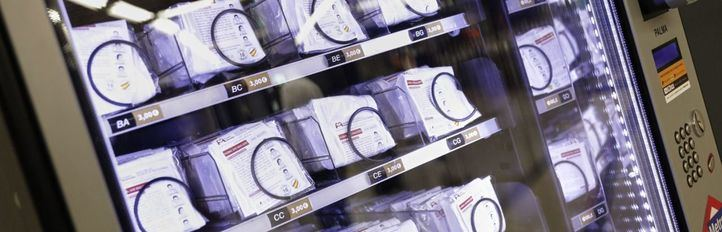 Renfe instala máquinas expendedoras de mascarillas e hidrogel en estaciones de Cercanías
