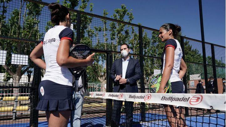 Aguado visita las instalaciones del Parque Deportivo Puerta de Hierro.