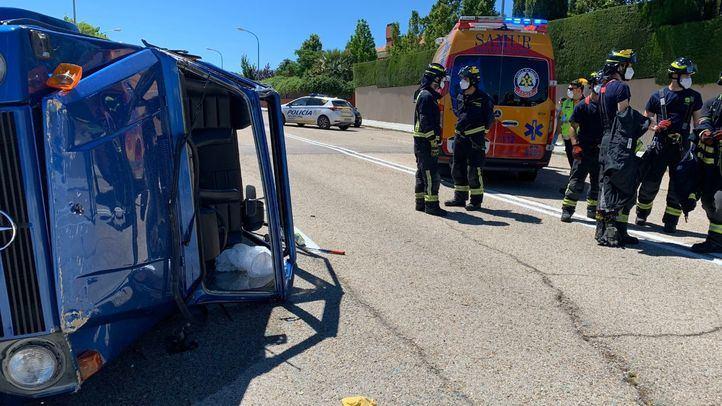 Un conductor, en estado crítico tras volcar su vehículo