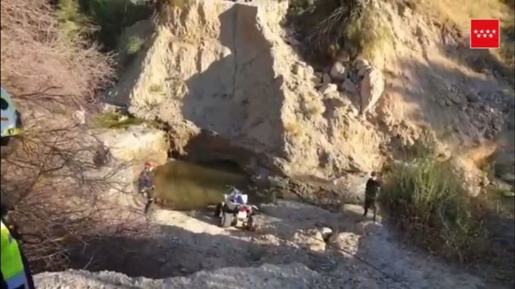 Rescatados de una balsa de agua dos jóvenes que cayeron con un quad en Fuentidueña de Tajo