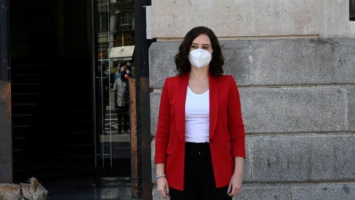 Isabel Díaz Ayuso durante el minuto de silencio en Sol