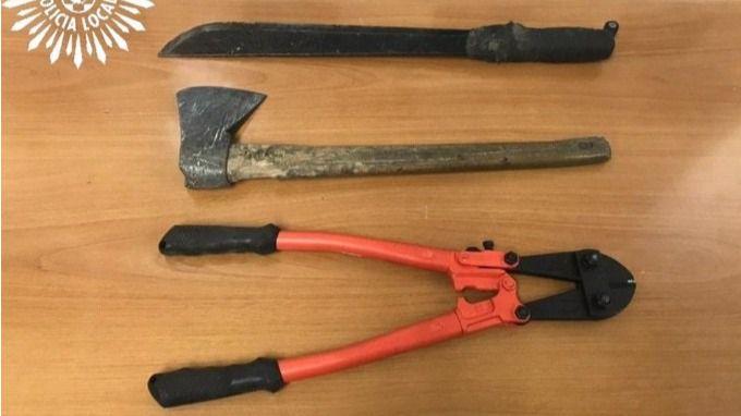 Imagen de las armas y objetos requisados a los detenidos en Pinto mientras trataban de robar en una nave industrial.