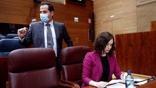 Ayuso y Aguado en el Pleno de la Asamblea